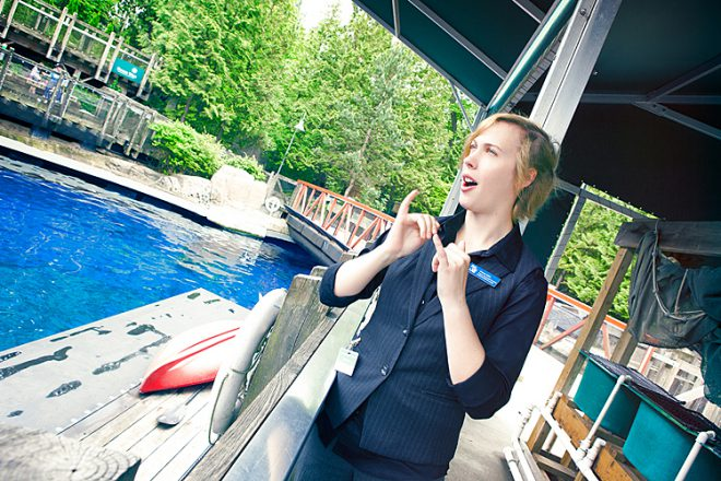 ASL interpreted tours are now available to provide visitors who are deaf or hard-of-hearing the opportunity to visit the Aquarium with an ASL student interpreter and an Aquarium accessibility volunteer ambassador.